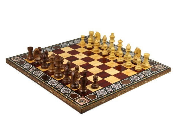 rose chess board with german staunton chess pieces